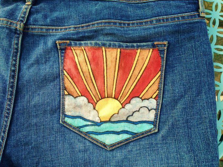 Sonnenuntergang auf dem Wasser gemalt auf der Rückseite einer Jeans von @bleudoor auf Instagram