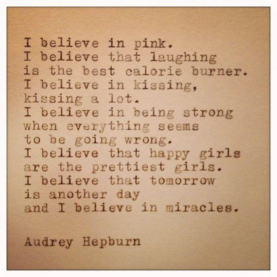 Audrey Hepburn-Zitat auf Schreibmaschine von WhiteCellarDoor