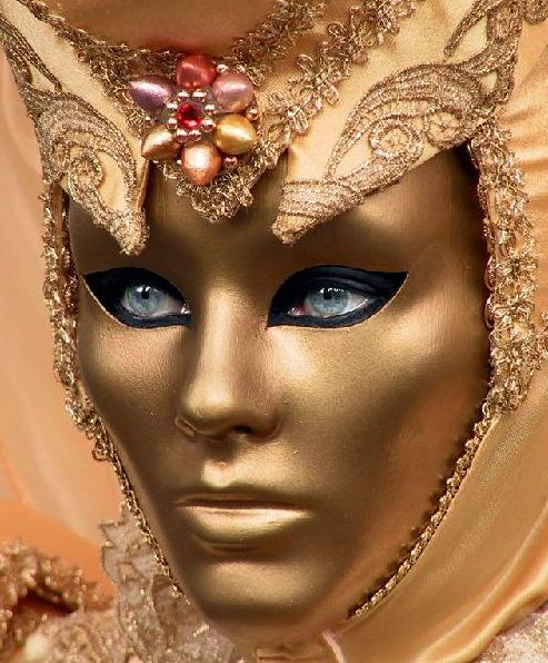 Love the gold on this venetian mask. #masks #venetianmasks #masquerade http://www.pinterest.com/TheHitman14/artwork-venetian-masks-%2B/