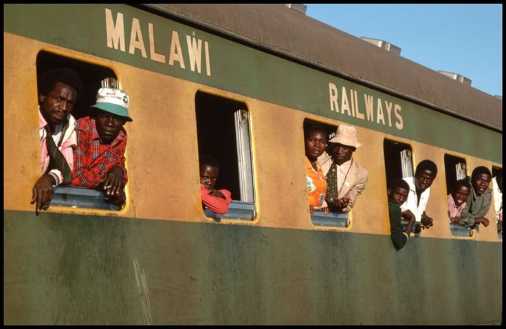 Passengers on Malawi Railways, 1988.  (Credit: Peter Turnley)