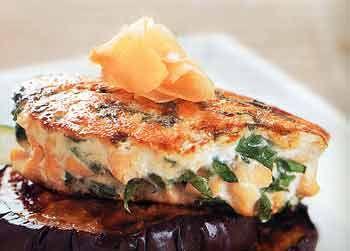 Salmon Burgers with Spinach and Ginger | Great source of omega 3's to fight inflammation after a workout and protein to aid in repairing those muscles!