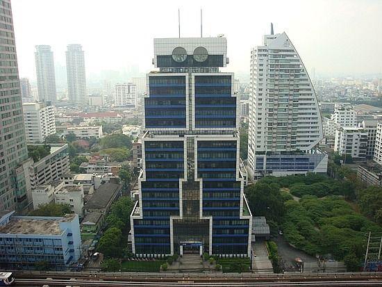 5 необычных офисных зданий из разных стран