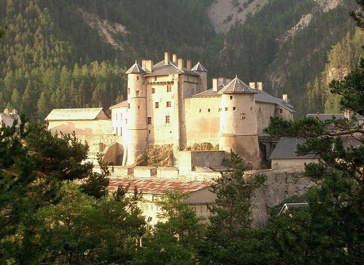 Chateau Queyras.