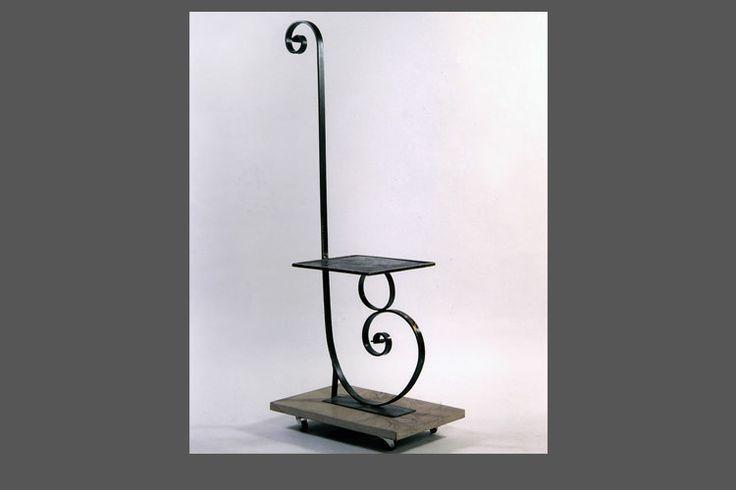 Seduta in ferro lavorato con piastra resinata