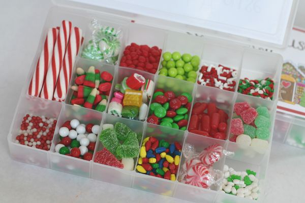 I love this idea!  Kit for decorating gingerbread houses or sugar cookies!  Portion out sprinkles or small candies into a craft container.  Found at Hobby Lobby for only $1 when their craft storage is on 50% off.