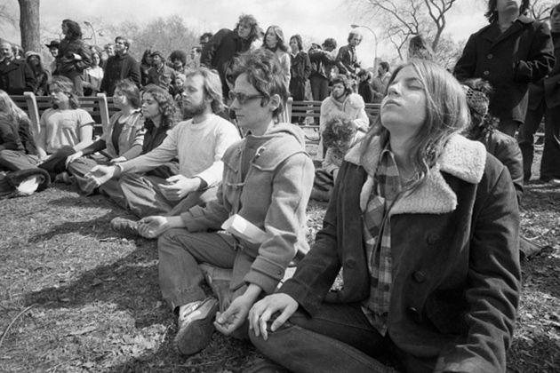 1971: NYC, Central Park Group Meditation .... #vintageyoga #yogahistory #1950s #yoga #yogalife #yogaworld #om #meditation