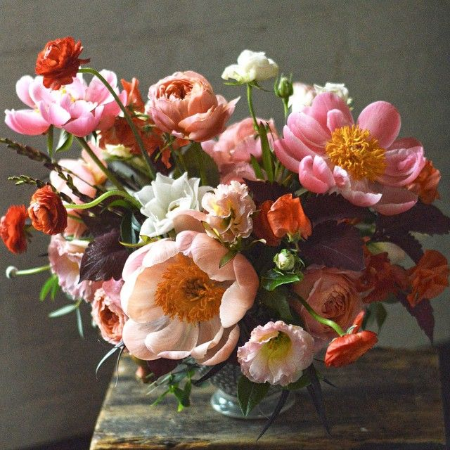 Sun is shining here in Brooklyn and these flowers just went to @townandcountrymag #specialorder #midsommar
