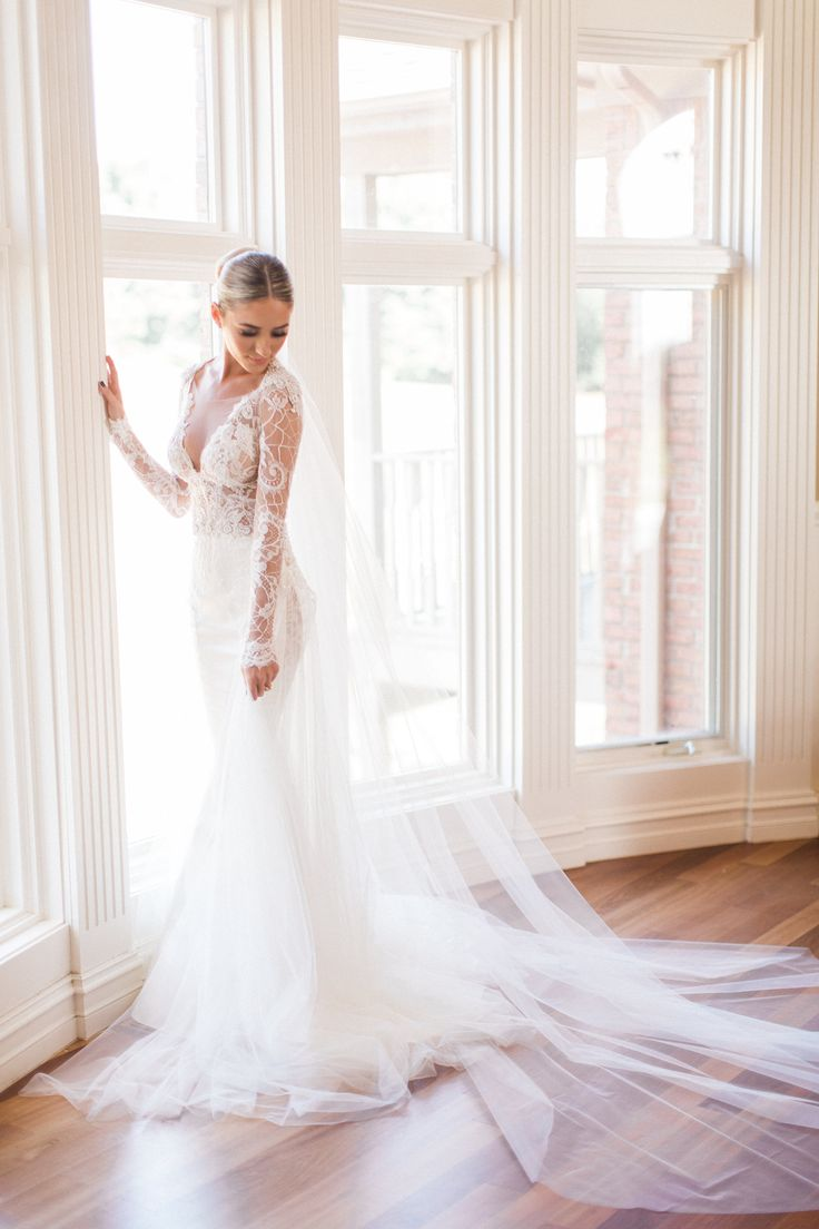It's a Galia kind of story. Brides falling in love all over again, with their extravagant wedding dress and a lavishing setting. Wedding gowns that take you into a story and make your dreams come true.