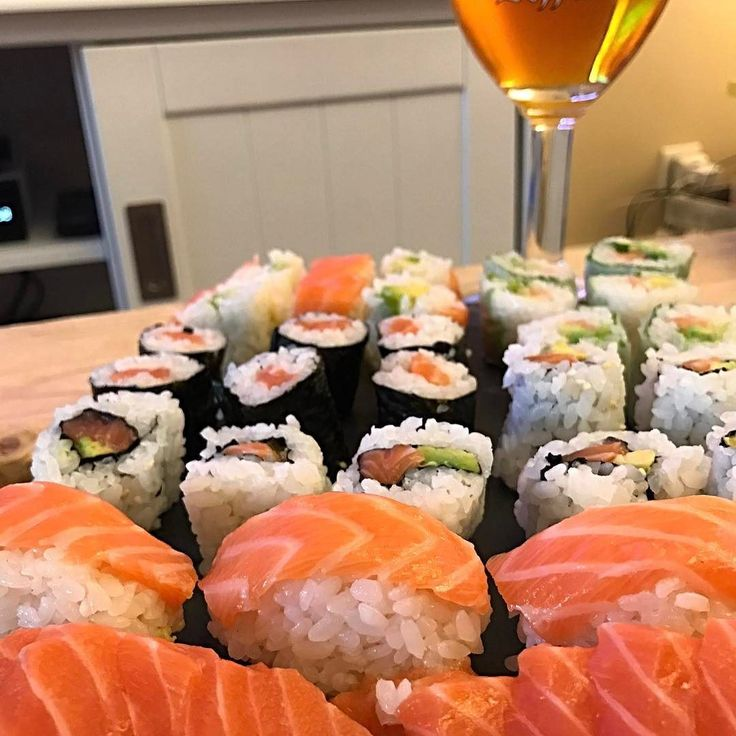 Sushi time les amis  #sushi #japan #japanfood #cleanfood #maki #food #sushitime #sushiday #sushis #sushigeek #geekfood