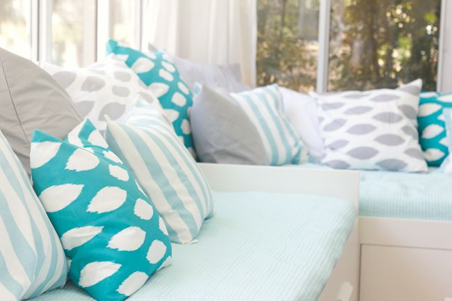 Cushions: Spaces, Ideas, Florida House, Guest Bedroom, Living Room, Jenna Sue, Pillows