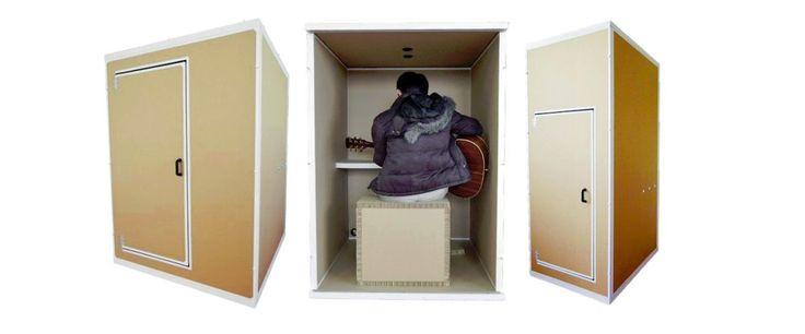 Domorośli muzykanci mają zazwyczaj jeden poważny problem: wkurzają zarówno domowników, jak i sąsiadów. By tego uniknąć, można oczywiście wynajmować salkę prób ale ciekawszym pomysłem zdaje się inwestycja w mini-studio Danbocchi. Danbocchi – kartonowe studio nagraniowe