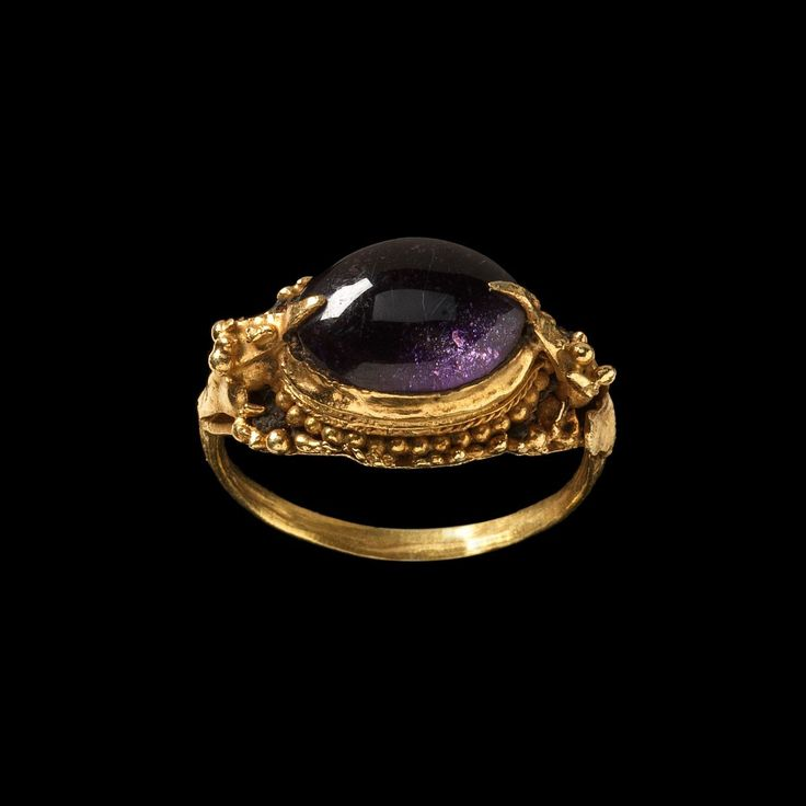 Majaphait Ring with Purple Stone  Java  Gold, probable amethyst, 15th Century.
