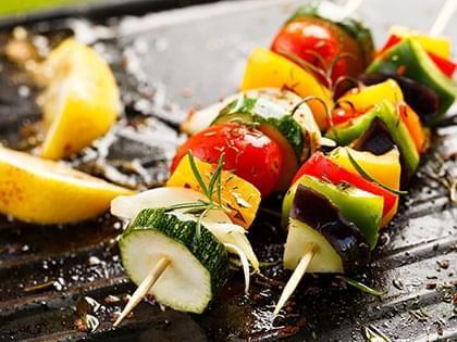Brochettes de légumes grillés via @SOSCuisine