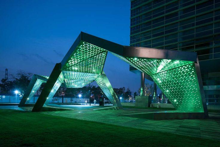 8-West-Gateway-sculpture-at-night « Landscape Architecture Works | Landezine