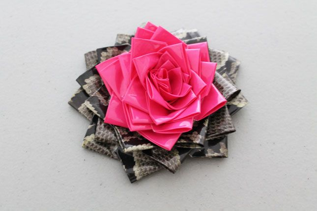 Duct tape rosette bow tutorial- I don't know about the jewelry with