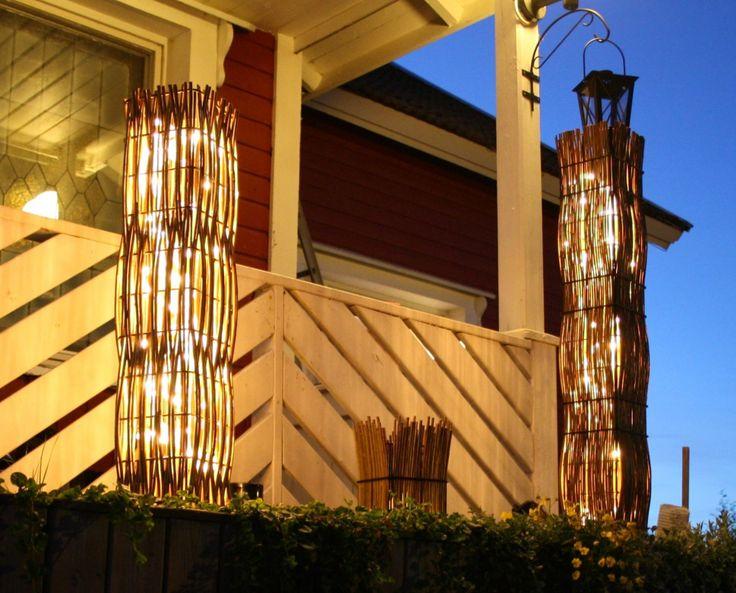 Pajutyöt valaisinpylväät käyvät sekä sisustukseen kuin myös puutarhaan.