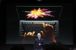 Ξεκίνησε την περασμένη Πέμπτη η διάθεση των νέων φορητών υπολογιστών της Apple, μια νέα σειρά laptops τα οποία πρόκειται να αντικαταστήσουν τα Retina MacBook Pros.
