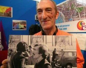 #1dic09 >>> I funerali di #EnzoFrancone >>> Segretario del Fuori!, il primo movimento gay italiano nato nel 1970. Fu nel 1972 che un gruppo capeggiato da Angelo Pezzana, si incatenò davanti al Casinò di Sanremo (era in corso un convegno di Psichiatri che definivano l'omosessualità un 'flagello sociale'). Nel Gruppo che fu poi fu poi portato in commissariato, c'erano anche Enzo e Mario Mieli