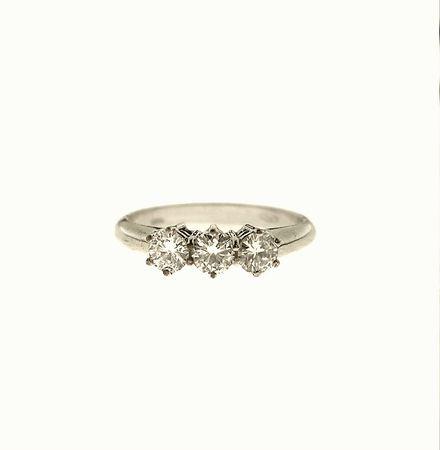 ANELLO TRILOGY, ITALIA - oro bianco e diamanti  #2 ASTA ONLINE Gioielli del Novecento - Lotto n. 56 #ring #trylogy #giftforher #wintertale #love #diamonds #gift #florence #jewelry #forever #anniversary #auction