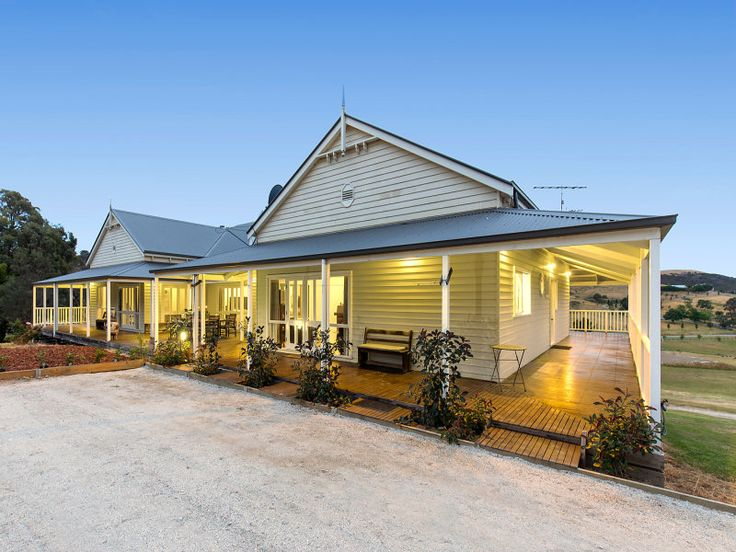 151 Walls Road, Glenburn, Vic. No rails on the front elevation, but around the side and back.