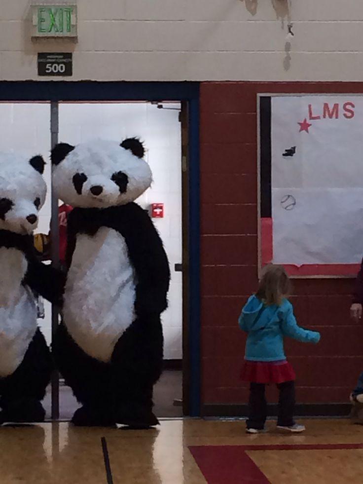 Pandas playing bball