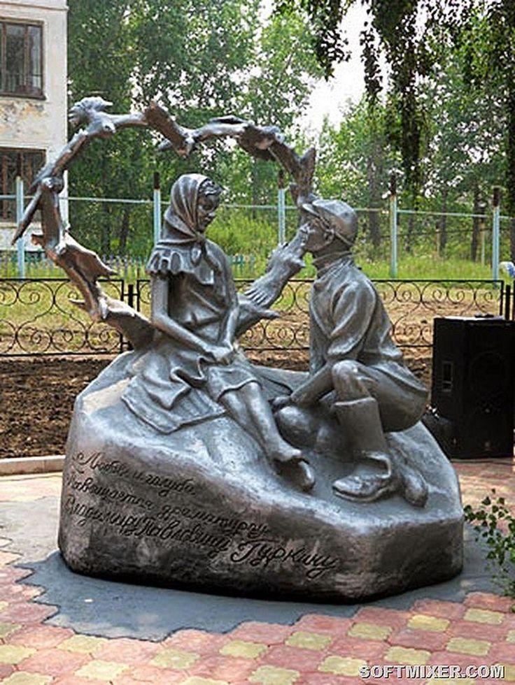 Фильм  В.  Меньшова  «Любовь и голуби»: ,  памятник  его  героям  в  городе  Черемхово.