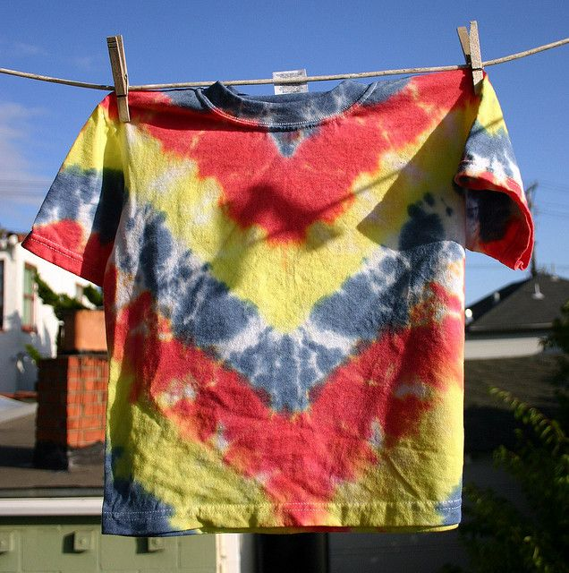 Tie Dye T-Shirts by Wendy Copley, via Flickr 6 different tie dye patterns with instructions