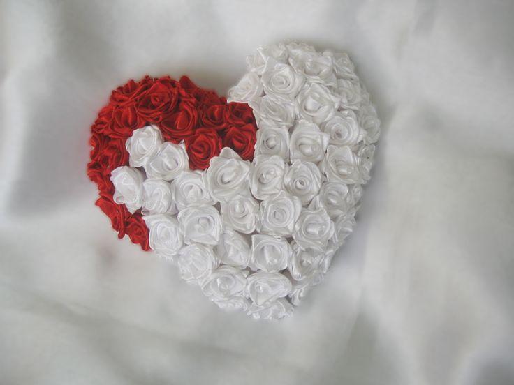 Подушечка из роз в виде сердца