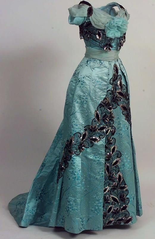 1900, France Evening dress by Madame Menol Silk, chiffon, velvet, tulle, lace, sequins, beads Norsk Folkemuseum https://www.digitaltmuseum.no/011023193386/skjort?aq=owner%3A%22NF%22+timeprod%3A%221901+TO+1901%22&i=4