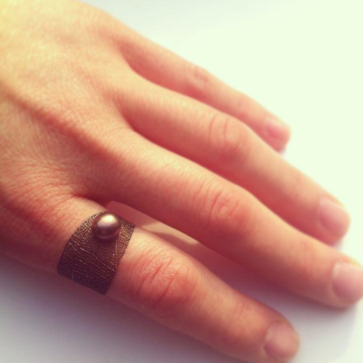 Ring Design by Merve Özdemir Pearl Ring: 2014  Aubergine Tahitian Black Pearl, formed and burned metal