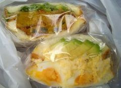 虎ノ門にある虎ノ門3206本店はプロのためにプロが作るお菓子とパンの工場をコンセプトに作られたショップ 40種類以上のサンドイッチがあってできたてのサンドイッチやクッキーやケーキも食べることができるんですよ tags[東京都]