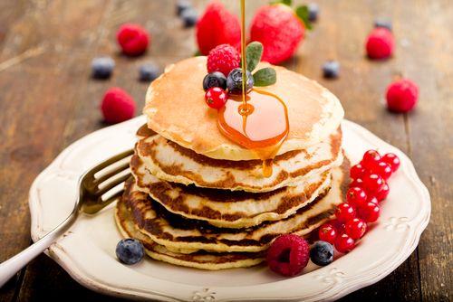 Préparation: 1. Mélangez les œufs avec le lait et le sucre 2. Dans un saladier, mélangez la farine, la levure et le sel. Creusez un puits et versez-y la préparation œufs/sucre/lait. 3. Ajoutez l'hu…