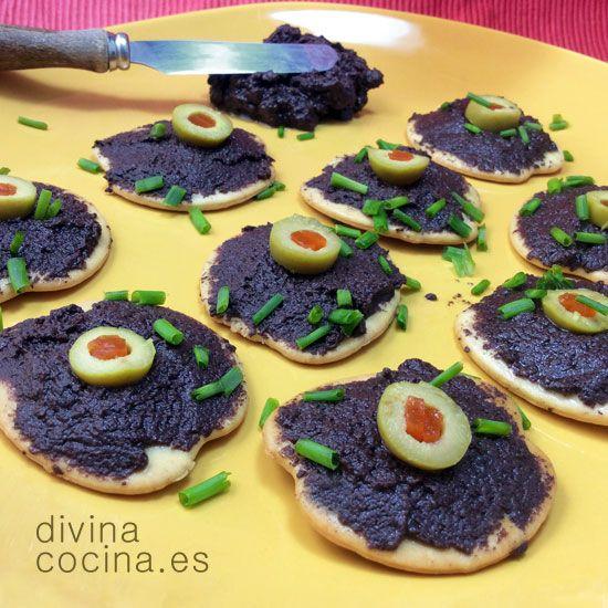 Tapenade negro: 1 lata de aceitunas negras sin hueso - 2 cucharadas alcaparras - 1 ajo sin el germen central - 1 pellizco tomillo seco – 1/2 cucharada mosta ...