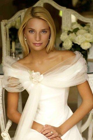 Phillipa Lepley, gorgeous neckline