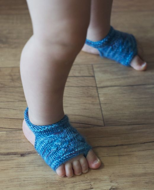 FREE PATTERN Showsy Toes Baby Sandal Socks pattern by Stephanie Lotven