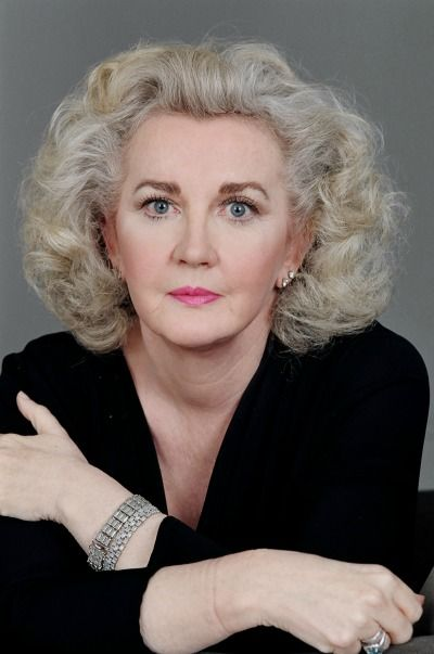 """Dec 20 4pm ET/3CT/2MT/1PT #JuliaCameron has a gift of weaving insight into the creative process into her writing. On """"Giving Voice to Your Story,"""" #DoritSasson & Julia Cameron discuss how """"The Artist's Way"""" can guide the artist (or someone else whose profession is not in the arts) through creative self discovery in a loving way. http://lnkd.in/br3_win Thursdays 4pm ET/3CT/2MT/1PT Join the CCN Facebook Event for posts and conversation http://lnkd.in/bG72Abv"""