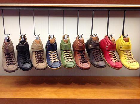 Track 12 #aguapatagona #soles #leather #rubber #bones #marcapaisargentina #shoes #boots  #argentinadesign  #Girona #CostaRica #BuenosAires #SanTelmo