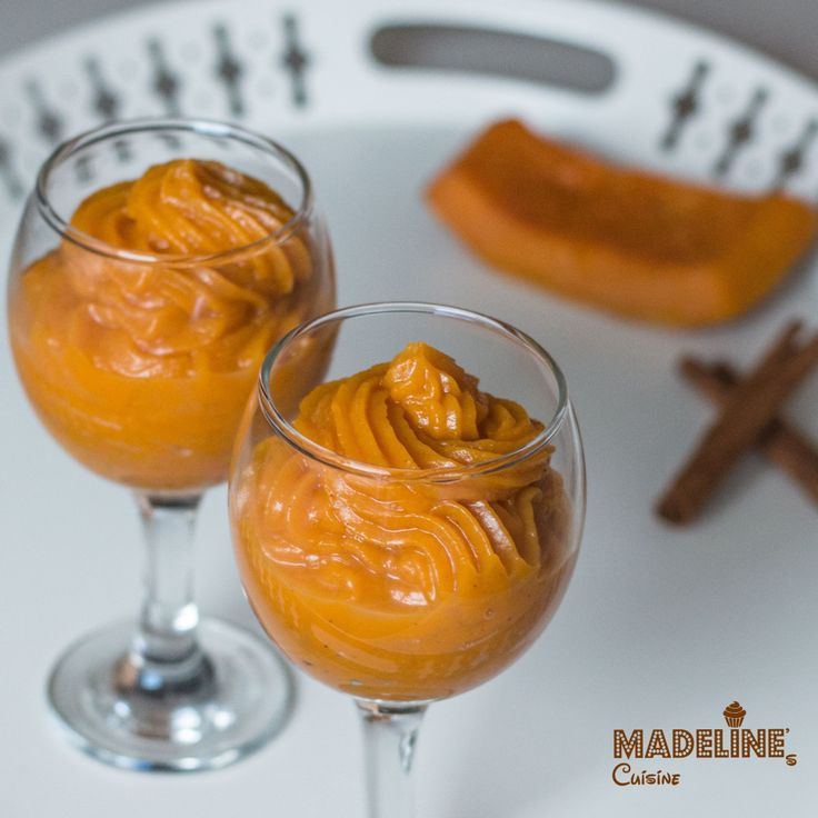 Un desert perfect de iarna - foarte cremos, parfumat si plin de vitamine. Mousse aromat de dovleac.