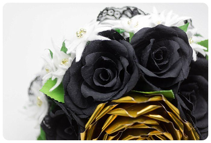 Il bouquet più amato dalle spose, il più utilizzato e quello che ricorre più spesso nell'immaginario collettivo è sicuramente il bouquet di rose. Ma…  Buona lettura! info@bouquetalternativi.it  #bouquetrose #bouquetdirose #bouquetalternativi #unusualbouquet #rose #bouquetrosedicarta #bouquetdicarta #rosa