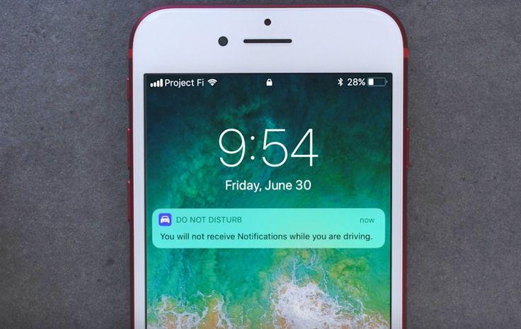Gerichtsverfahren: Ist Apple mitverantwortlich für Text&Drive-Verkehrsunfälle? - https://apfeleimer.de/2017/08/gerichtsverfahren-ist-apple-mitverantwortlich-fuer-textdrive-verkehrsunfaelle - Text&Drive-Unfälle: Apple sieht sich aktuell mit einer Vielzahl Gerichtsverfahren konfrontiert, in denen dem Konzern vorgeworfen wird, dass ihre Smartphone-Technik die Fahrer Autofahrer abgelenkt habe und Apple so indirekt für den Unfall mitverantwortlich sei.  Ein ganz spezielle