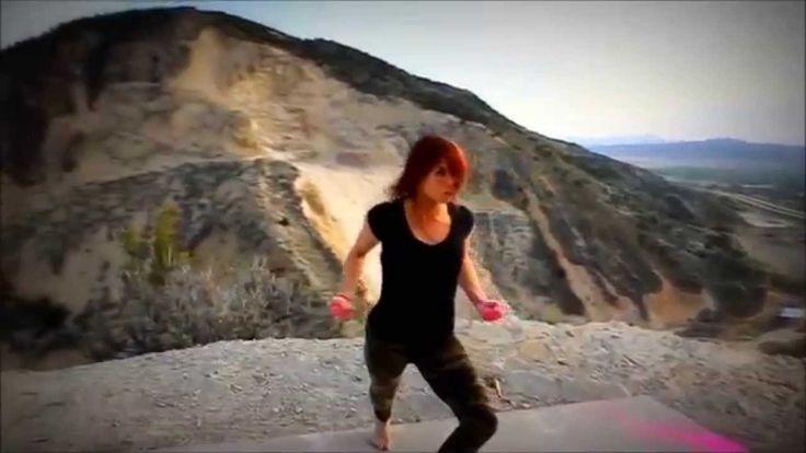 Как девушка танцует красиво!