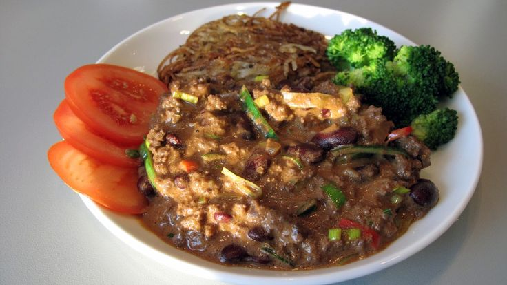 I denne chili con carnen er det brukt viltkjøtt. Den er dessuten «norska» opp med smøreost av geitemelk.