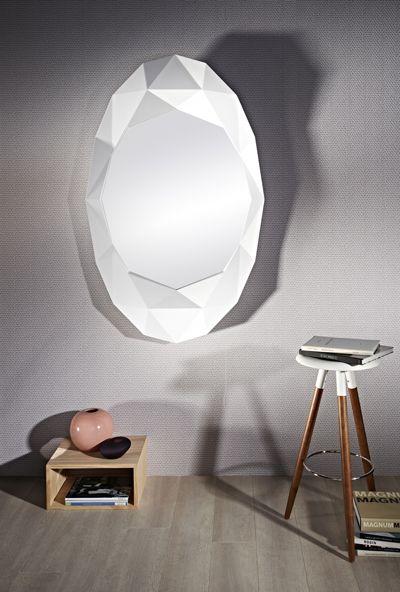 Objet #lumineux ! #Miroir Edge en résine blanche by EPI #Luminaires. [Dim. : 93x150cm - 666€ - www.epiluminaires.fr]