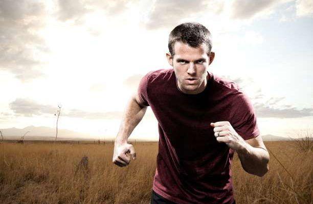 άντρας προσπάθεια αγώνας τρέξιμο πείσμα συναισθήματα