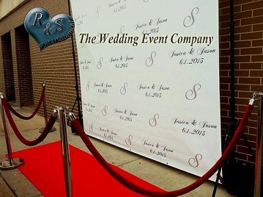 Love the red carpet photo prop idea for the guests to feel like a star to match up with the movie theme wedding!