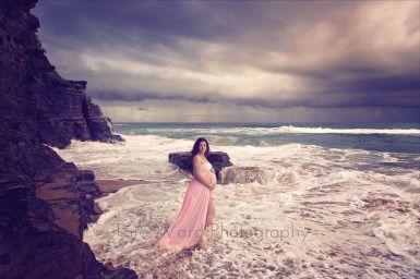 Maternity Photography, beach maternity photos, what to wear for maternity shoot ©Tara Ward Photography
