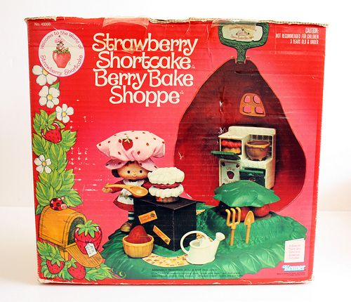 Strawberry Shortcake Berry Bake Shoppe! 80's toys!