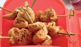 Tacos de pollo Satay con sésamo. Recetas para microondas de Lekue.