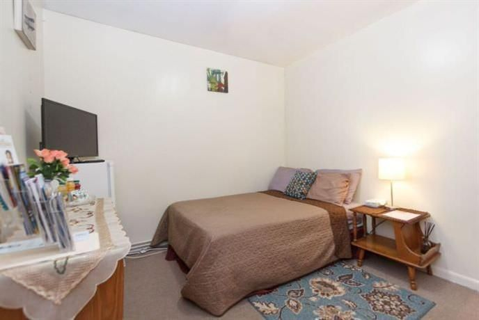OopsnewsHotels - Homestay in Eastchester near Baychester Avenue Irt Dyre Avenue Line. There are 2 rooms at the property, each offering all the essentials to ensure a comfortable stay.   The property is close to Baychester Avenue Irt Dyre Avenue Line, making it easy for guests to discover New York City and its surrounding areas. LaGuardia Airport is within a 20-minute drive.