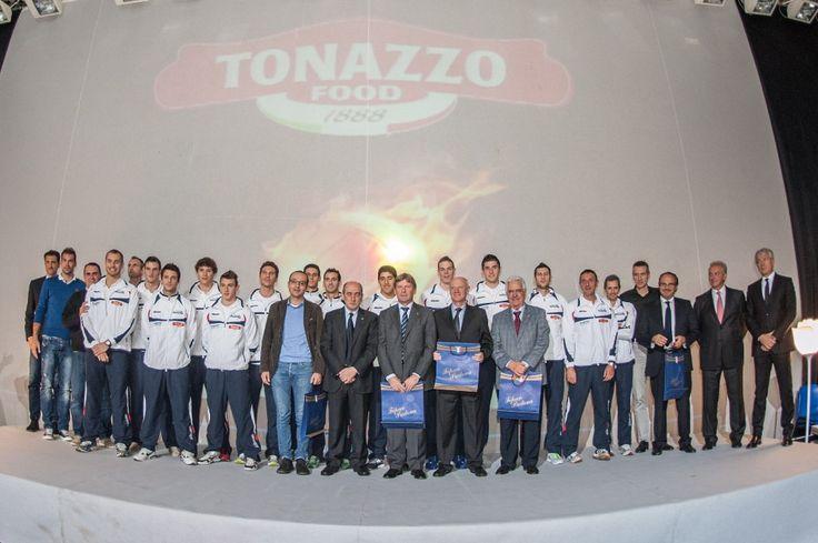 Che gruppo per PadovAzzurra, la presentazione di tutto il movimento della pallavolo padovana!